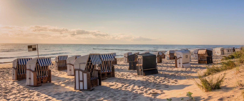 Entspannen Sie in Strandkörben am Strand