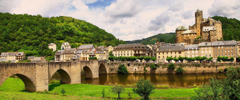 Vue sur un village dans l'Aveyron