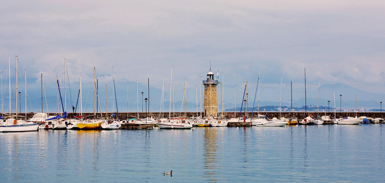 Blick auf den Leuchtturm von Desenzano del Garda