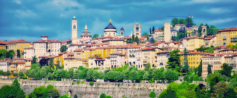 Venetiaanse kathedralen en huizen in Bergamo