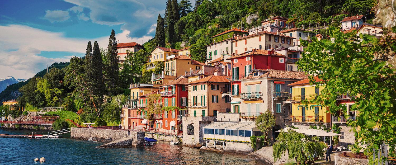 Casas en la orilla del Lago Como