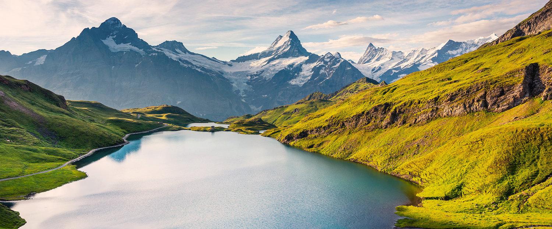 Blick auf den Bachsee und das Wetterhorn in der Schweiz