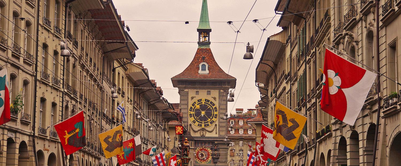 Las calles decoradas de Berna y el Zytgloggeturm, la torre del reloj