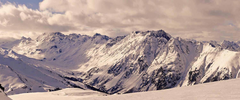 Ausblick über die Tiroler Alpen