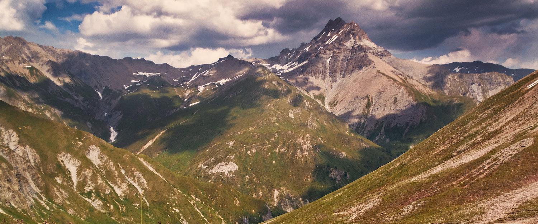 panoramisch uitzicht op de bergen