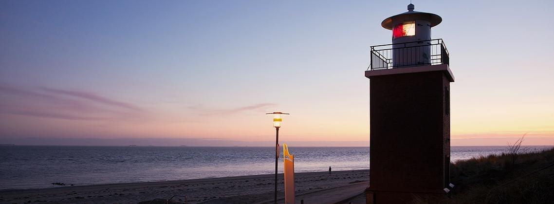 Der Leuchtturm im Abendlicht sorgt für eine besondere Stimmung.