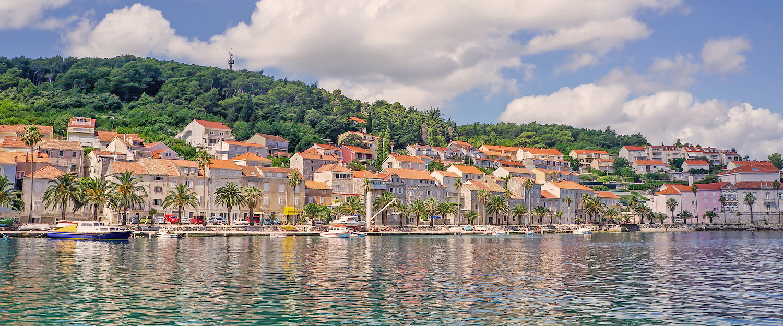 Die Stadt Korcula an der Küste in Kroatien