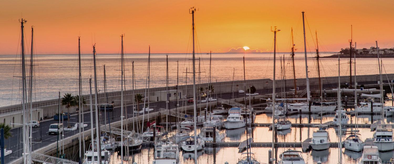 Puesta de sol en el puerto de Playa Blanca