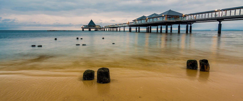 Ein Pier an der Küste Usedoms.