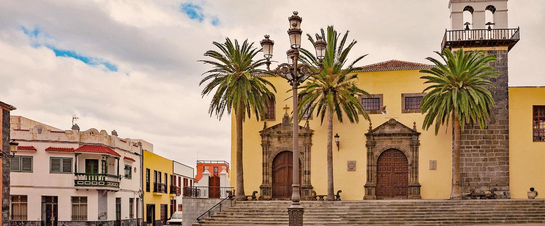 Plaza principal de Garachico con el Monasterio de San Francisco