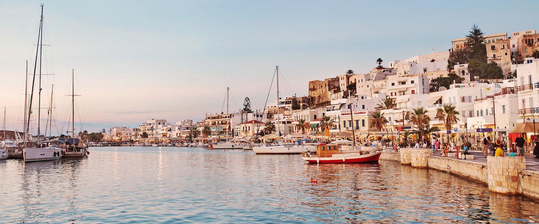 Haven van Naxos bij zonsondergang