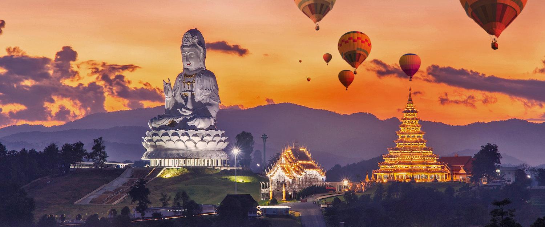 Chinesischer Tempel und Buddhastatue auf Phuket