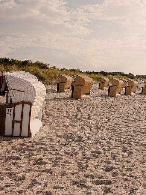 Strandstoelen op het strand van Ameland
