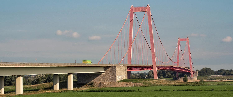 Rheinbrücke zwischen Emmerich am Rhein