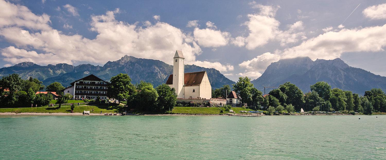 Traumhafter Forggensee mit Alpenpanorama
