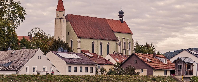 Imposante Michaelskirche in Kelheim