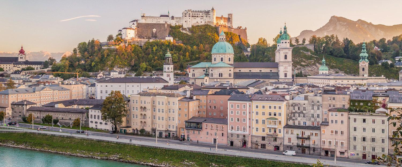 Blick auf Salzburg, die Burg und Berge