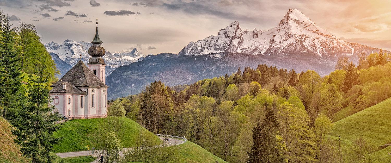 Kirche in traumhafter Idylle im Berchtesgadener Land