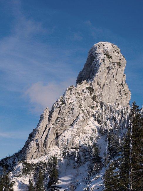 Die Kampenwand, ein ca. 1670 m hoher Berggipfel der Chiemgauer Alpen.