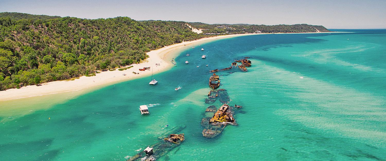 Schiffwracks von Tangalooma auf der vorgelagerten Insel Moreton