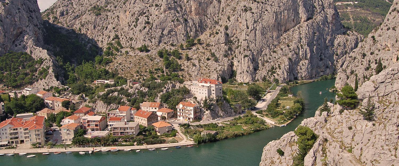 Omis an der Cetina von oben