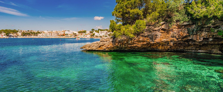 Wunderschöne Insellandschaft an der Küste von Portopetro