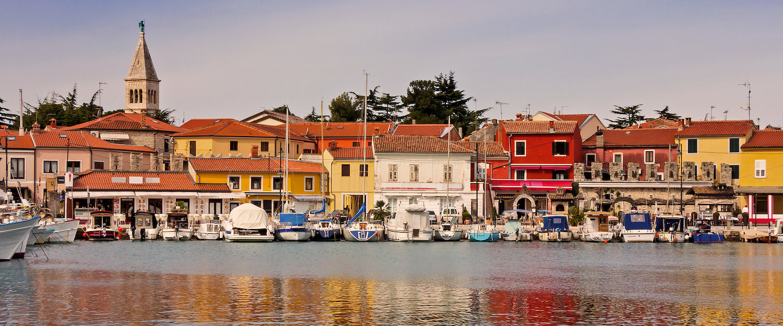Haven in het vissersdorp Novigrad