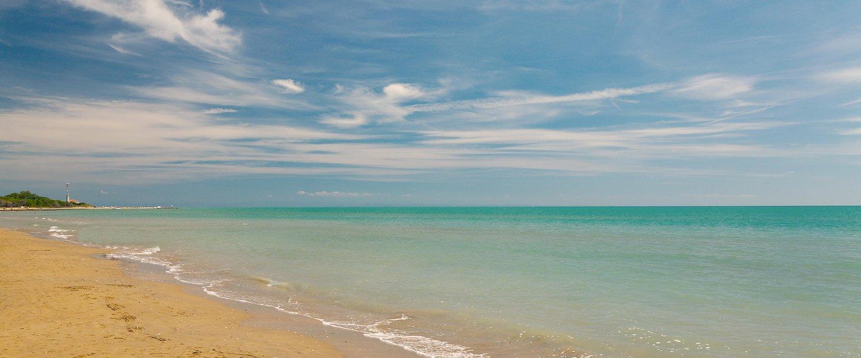 Plaża w Bibione zaprasza do pływania.