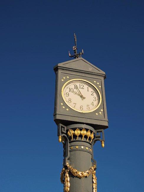 Jugendstil-klok voor de pier in Ahlbeck