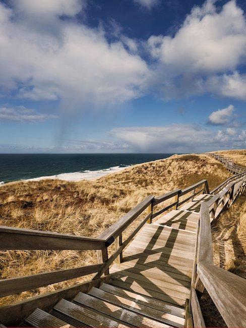 Wandern Sie an den schönen Küsten entlang