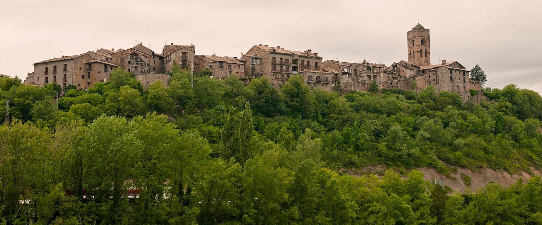 Vista de Aínsa desde el río