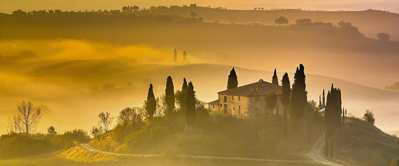 Genießen Sie goldene Sonnenuntergänge in der Toskana