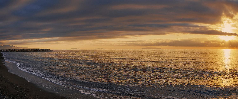 Costa della maremma e Isola d'Elba all'orizzonte.