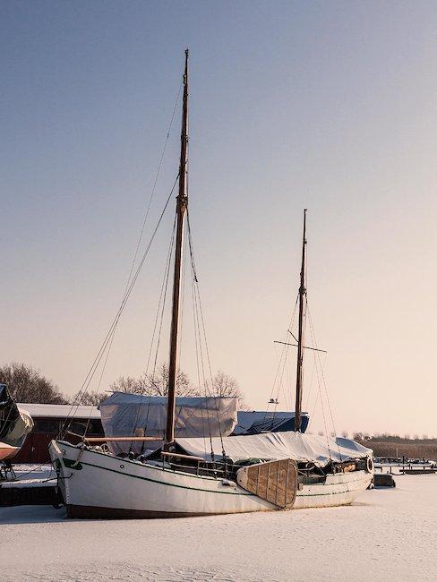 Hafen in Wustrow im Winter