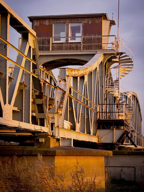 Alte Brücke in Prerow würde von der Zeit gefärbt