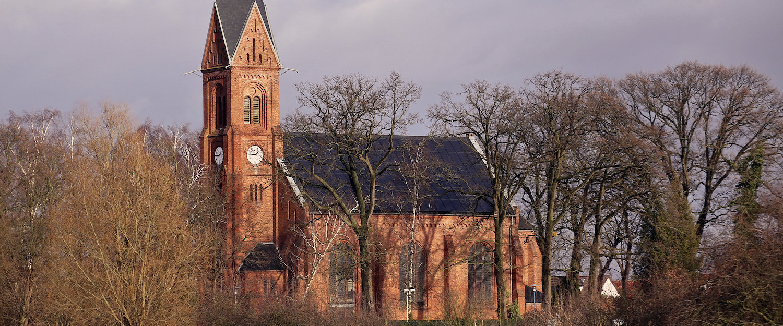 Die Bugenhagenkirche in Wiek im neuromanischen Stil