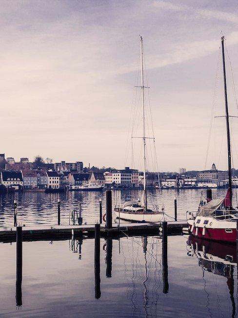 Segelboote am Hafen von Flensburg