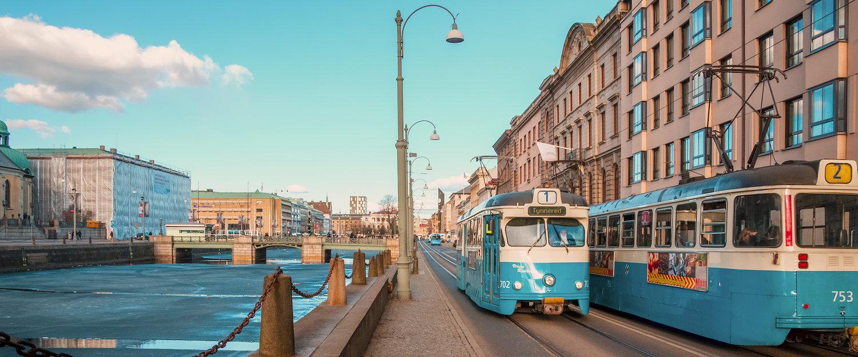 Typisch alte Trambahnen im Zentrum Göteborgs