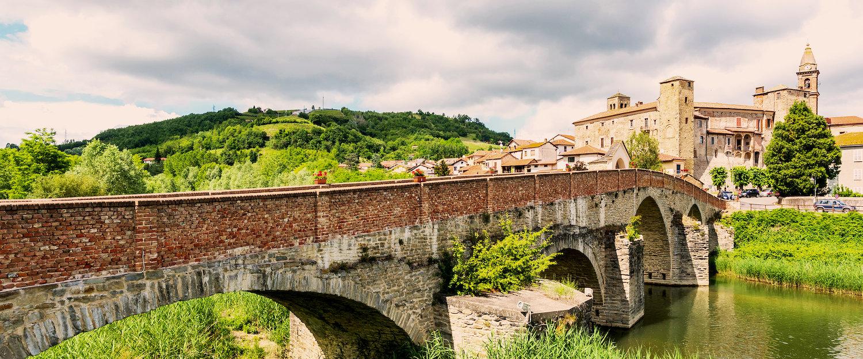Ponte romanico di Monastero Bormida, provincia di Asti.