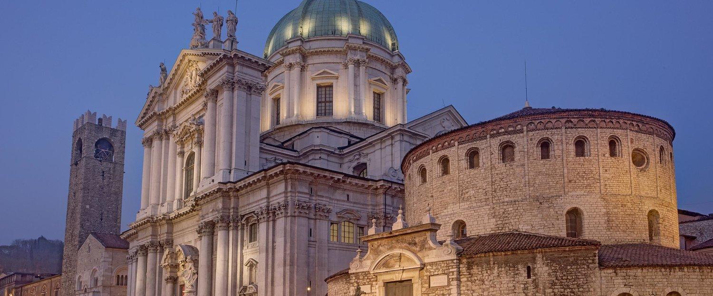Duomo Vecchio e Duomo Nuovo in Piazza Paolo VI a Brescia.