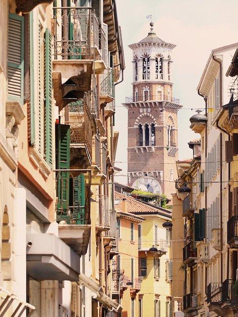 Blick auf den Dom Santa Maria Matricolare in Verona