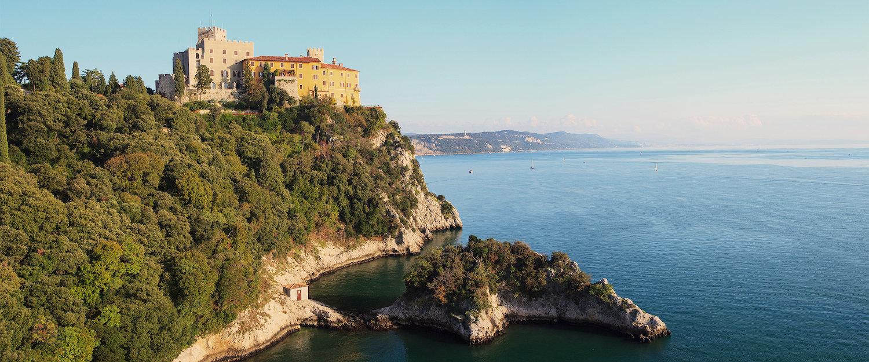 Castello di Duino auf einem Felsen in Triest