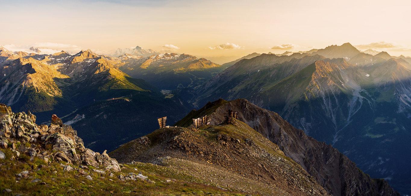 Alba sulle cime delle montagne.