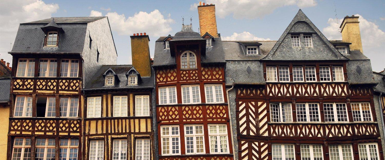 Traditionelle Hausfassade in der Bretagne