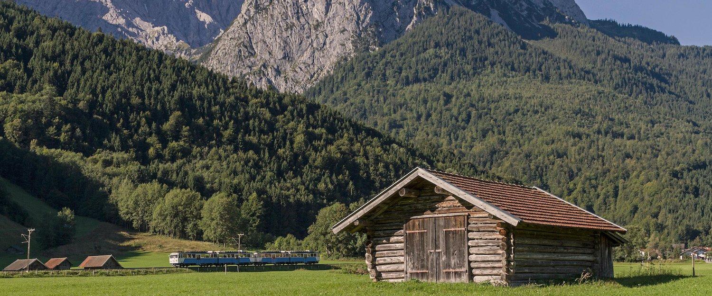 Heu Hütte und Berg Waxenstein