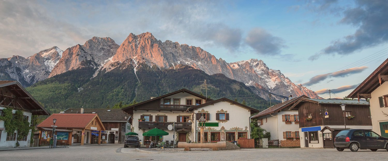 Garmisch-Partenkirchen mit toller Alpenkulisse