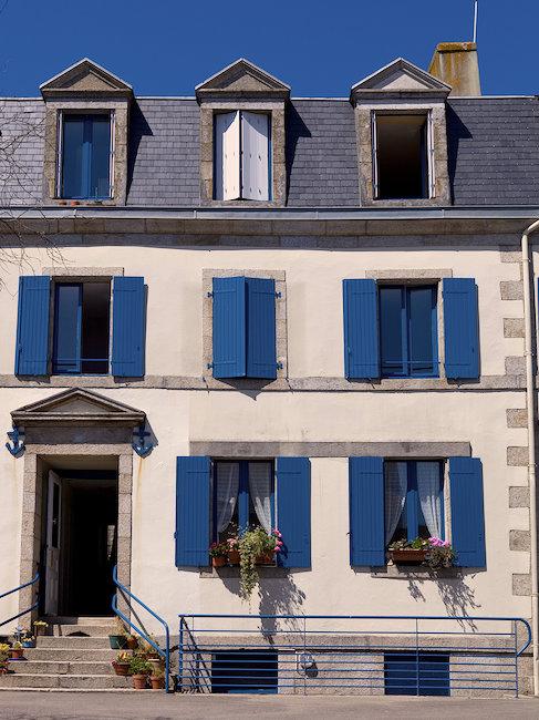 Typische Häuserfassade in Concarneau