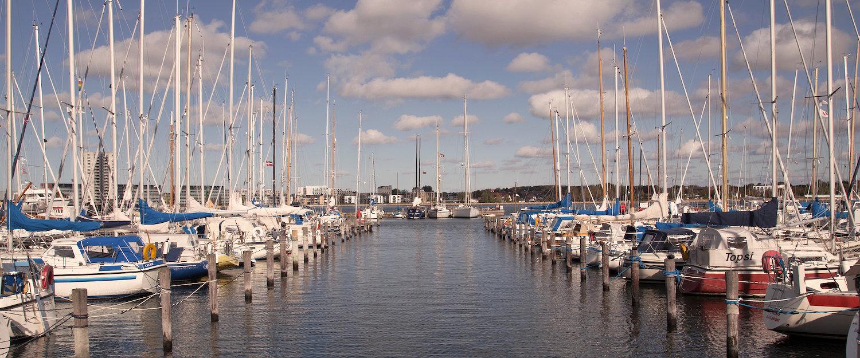 Hafen in Aalborg mit Segelschiffen