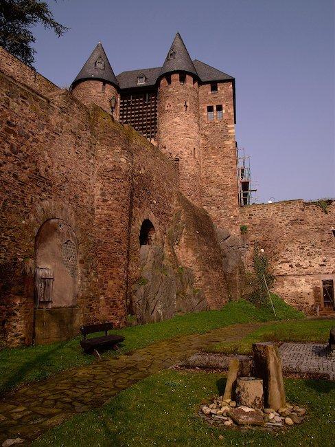 Die Burg Hengebach in Heimbach in der Eifel