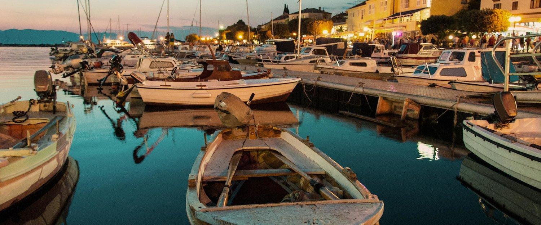 Niewielki port u wybrzeży wyspy Krk